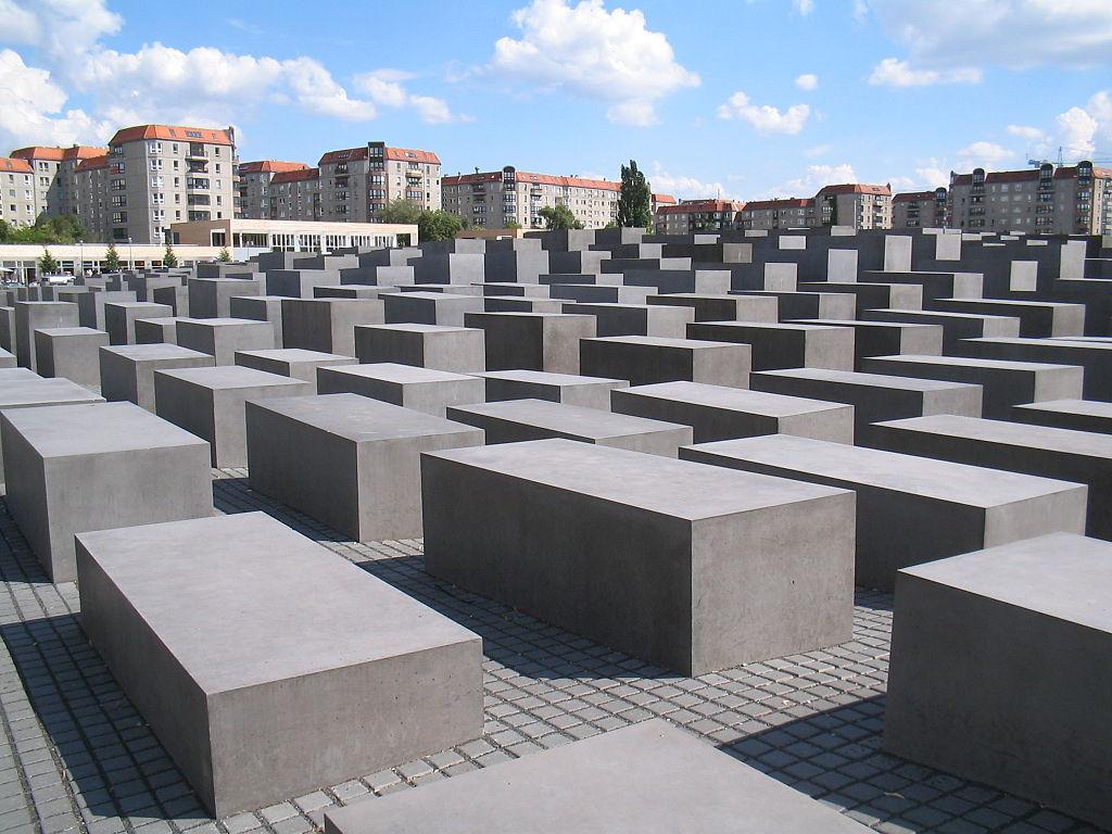 1024px-Holocaust-Mahnmal_Berlin_2006