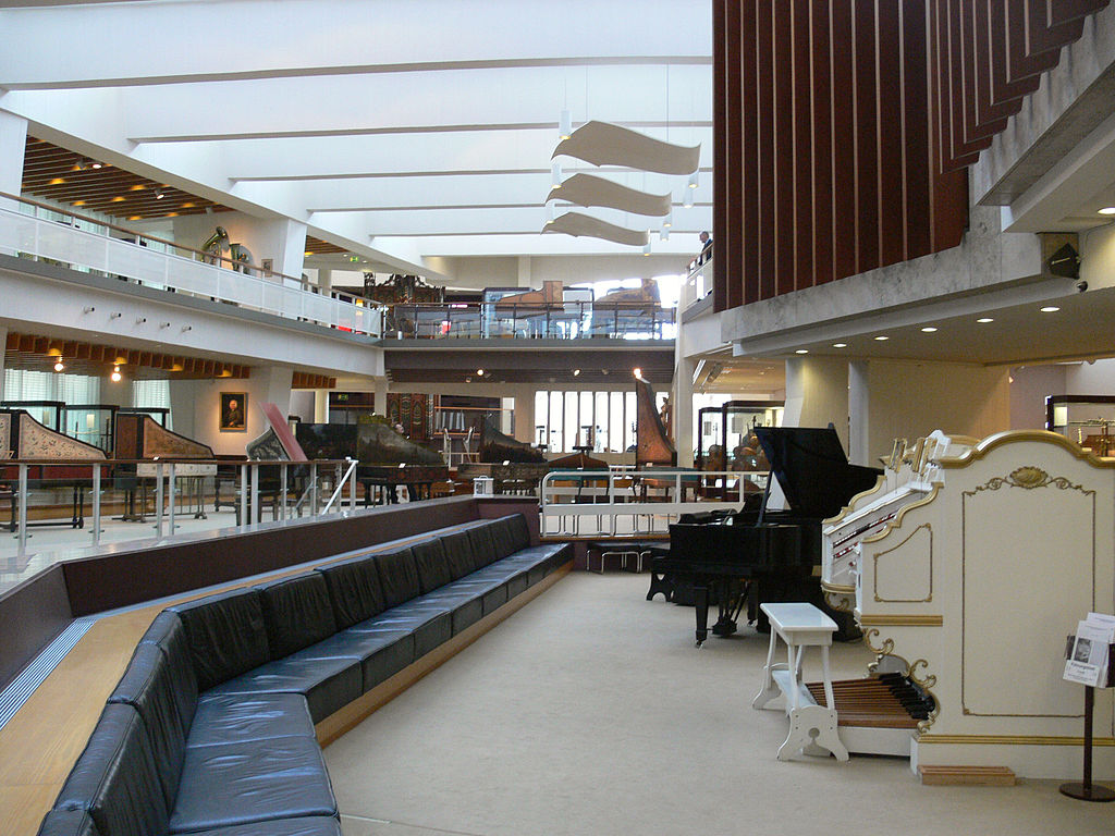 1024px-Berlin_Musikinstrumentenmuseum_4
