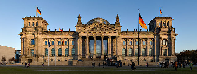 640px-Reichstag_building_Berlin_view_from_west_before_sunset