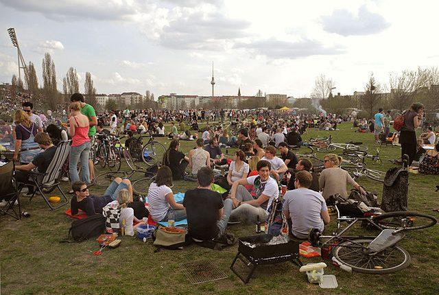 640px-Voller_mauerpark