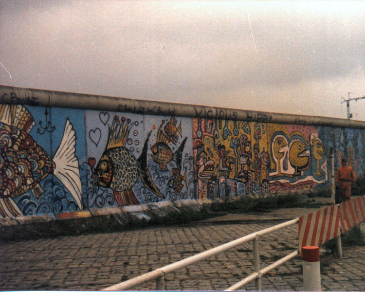 750px-Berliner_Mauer_August_1985