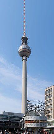 Weltzeituhr_mit_Fernsehturm_-_Alexanderplatz